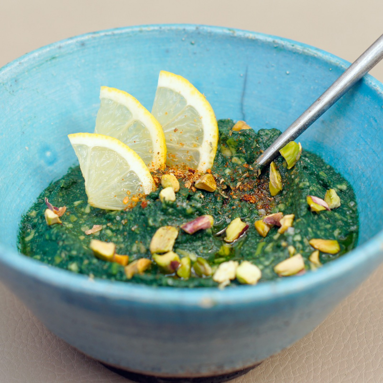 Guacamole à la poudre spiruline et aux éclats de pistache
