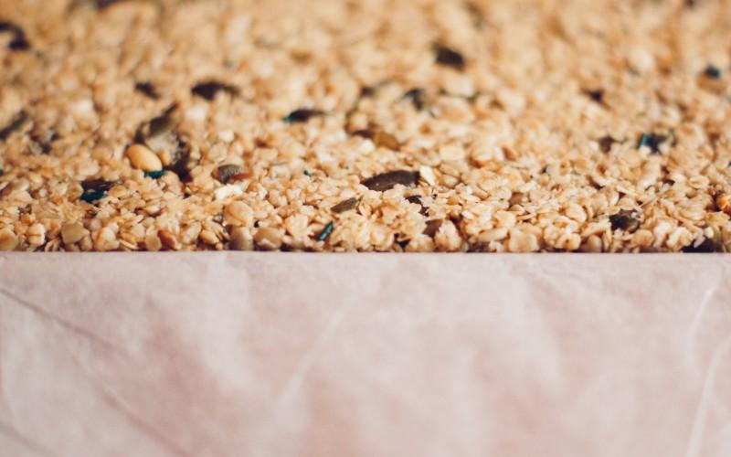 Votre préparation de céréales à la spiruline est étalée sur la plaque !