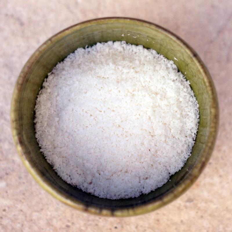 Poudre de noix de coco, ingrédient pour barre de céréales à la spiruline